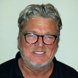 Wil van der Linden, eigenaar bij Ut Sjokkelaatsje